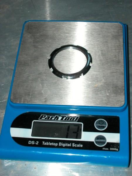 Der Konterring aus Stahl wiegt 13 Gram