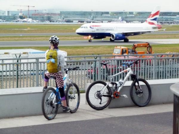 MTB Tour zum Flughafen
