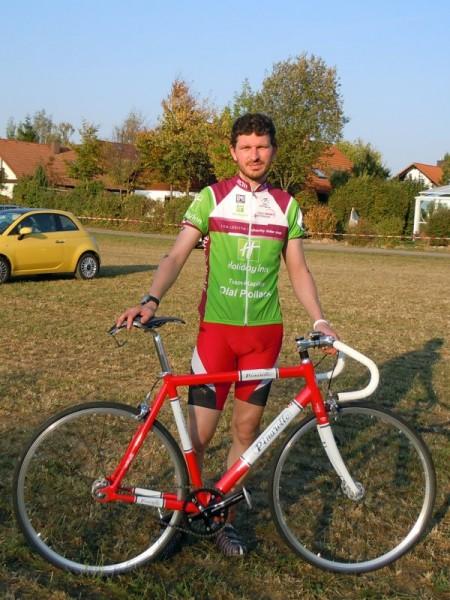 Nico Boldt mit seinem Pinarello Lungavita Fixie nach dem Charity Bike Cup 2011