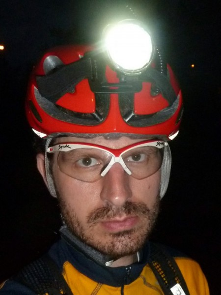 Beim Night Rider ist ein Helmlicht eigentlich Pflicht