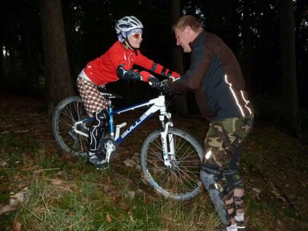Trailscout Sascha trainiert absteigen im Hang